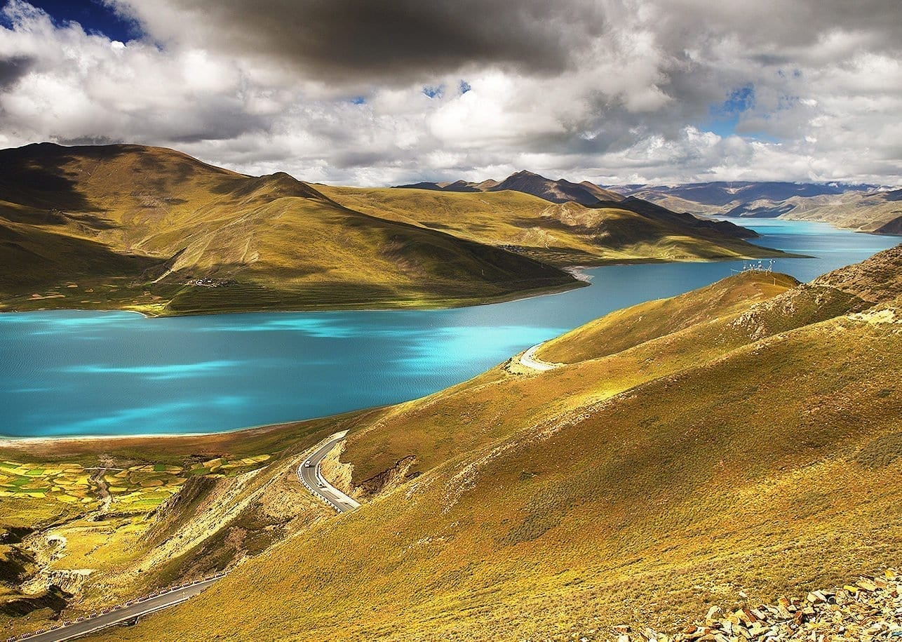 Lake-Yamdrok-Highlight-trip-of-Tibet