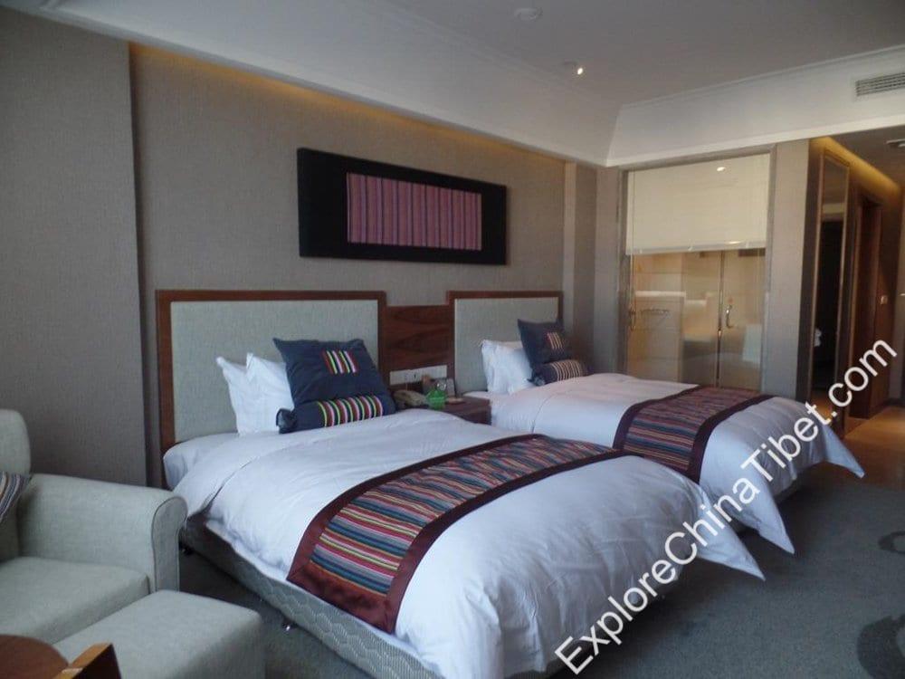 Qomo Langzong Hotel Executive Twin Room