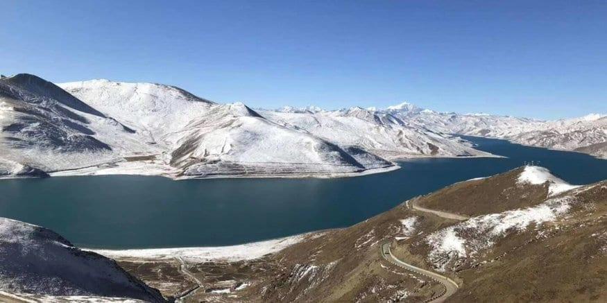 tibet yamdrok lake in winter