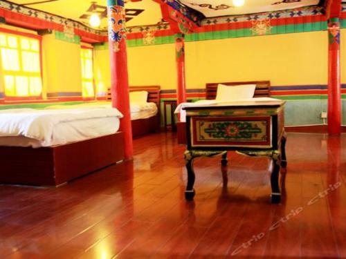 Lhasa Badacang Hotel 6-Bed Male Dorm Room