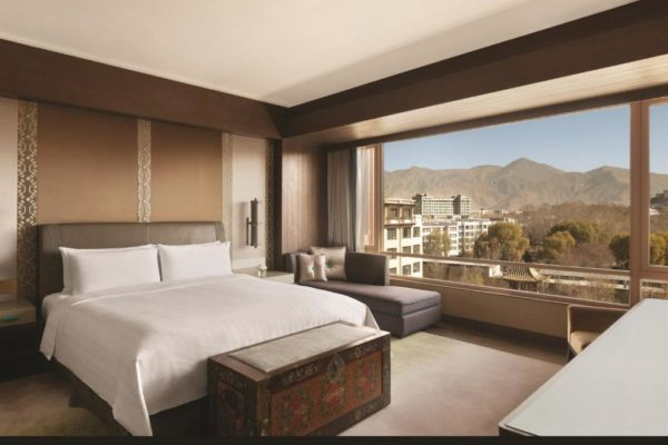 Shangri-La Lhasa Hotel Executive Suite with Potala View
