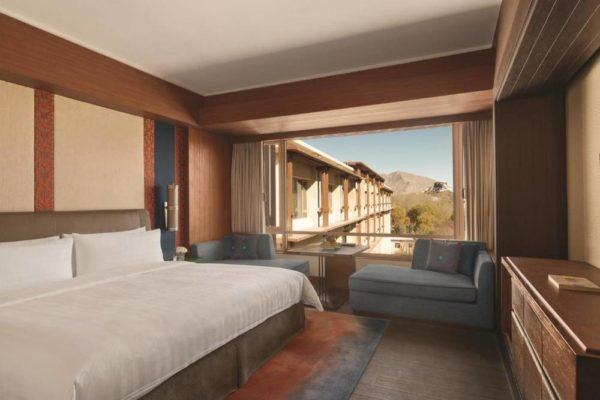 Shangri-La Lhasa Hotel Horizon Club King Room with Potala View
