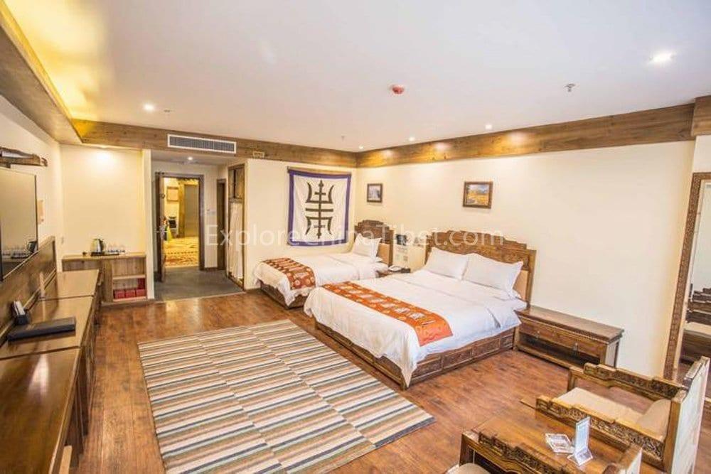Shellong Manor Comfort Family Room