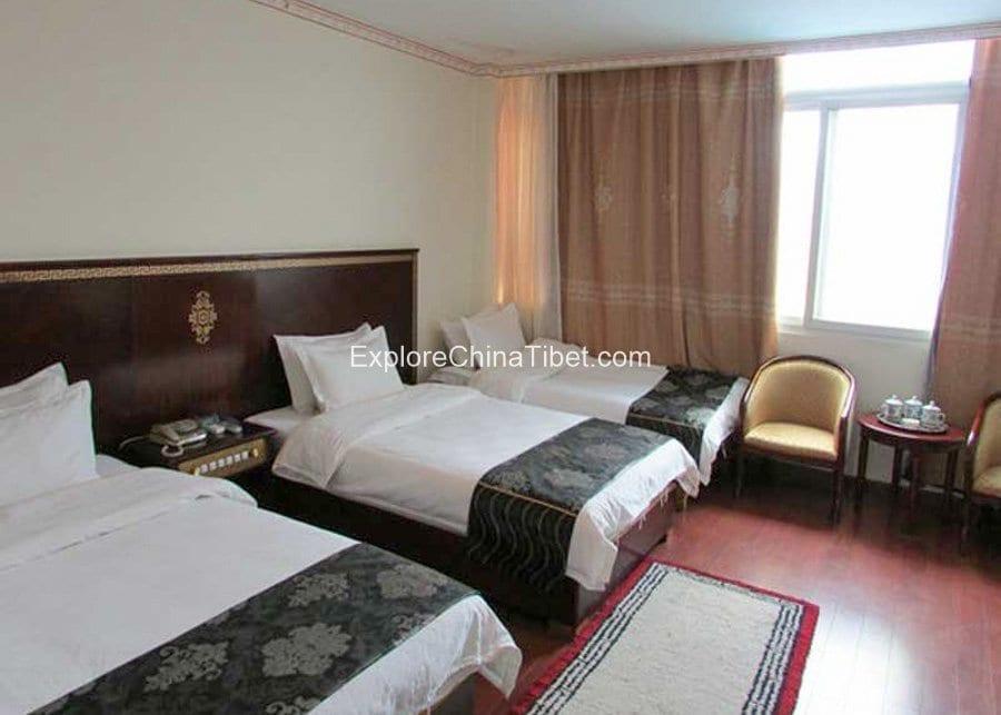 Gyantse Yeti Hotel Deluxe Triple Room