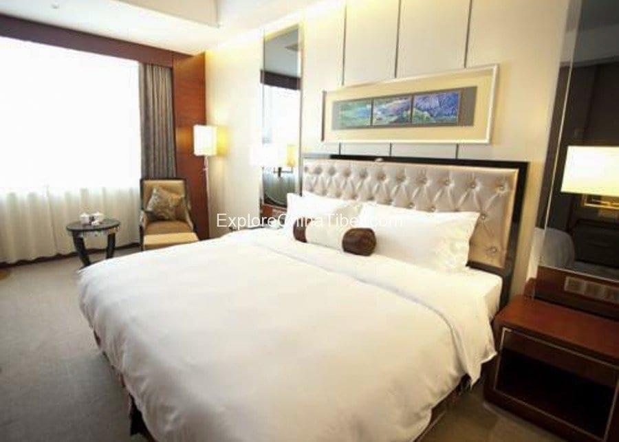 Tibet Linzhi Hotel Deluxe Queen Room with Mountain View