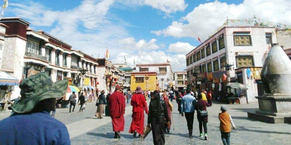 Tibet tour: Lhasa Barkhor street visit
