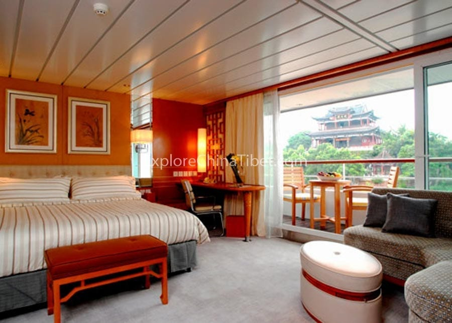 Yichang to Chongqing Yangtze Explorer Cruise Suite