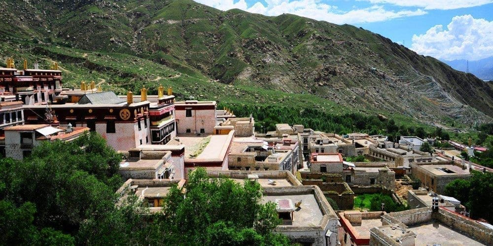 Lhasa local tour agency takes you to visit Drepung monastery