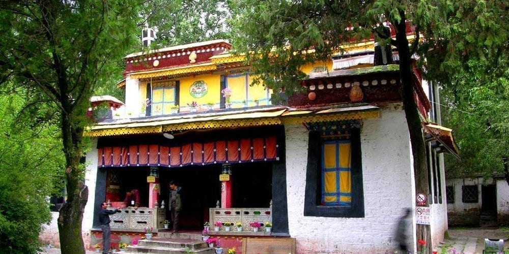 Lhasa Highlight attraction tour visit Tibetan Norbulingka
