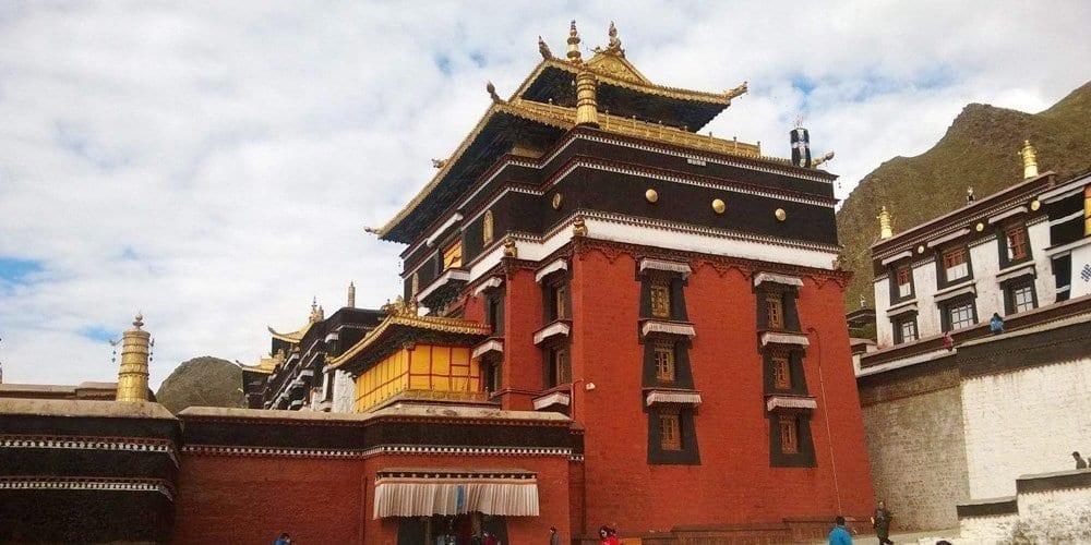 Tashilhunpo monastery tour of Tibet